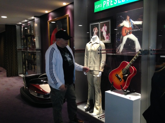 Henrik Knudsen giving a guided tour at Graceland Randers